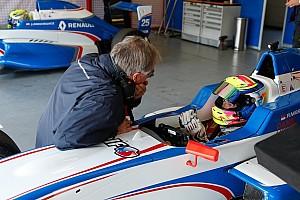 Formula Renault Breaking news Mark Burdett sanjung progres Presley di tes perdana FR2.0 Eurocup