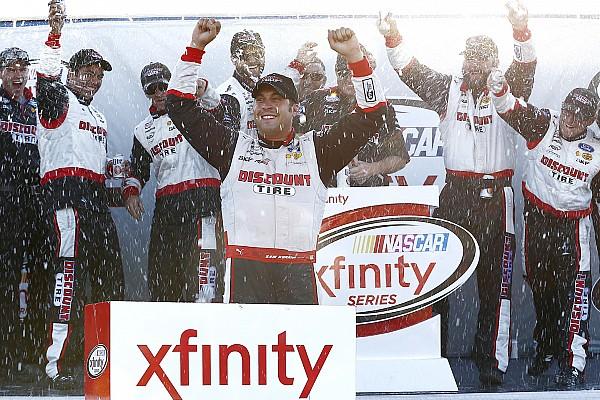 NASCAR XFINITY Hornish prevalece y gana una accidentada prueba en Mid-Ohio
