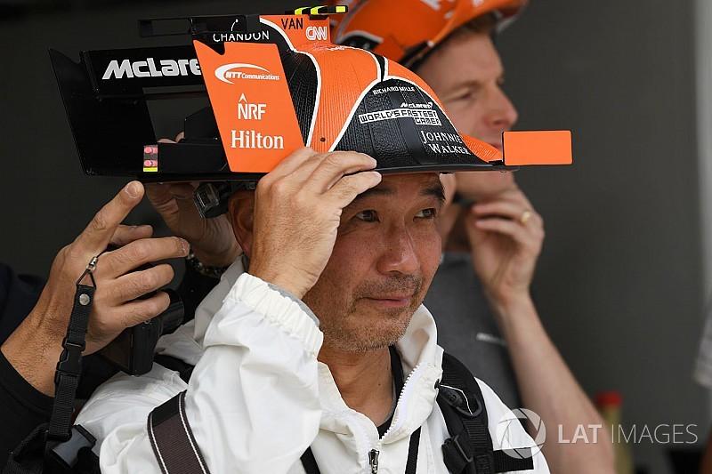 Alonso és Vandoorne rendkívül egyedi ajándékot kapott