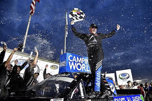 NASCAR Truck Relato da corrida Moffitt aproveita vacilo de Kyle Busch e vence em Atlanta
