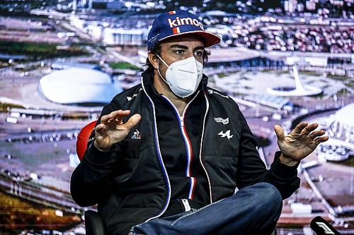 Alonso diz que rápida adaptação na volta à F1 é graças a Ocon