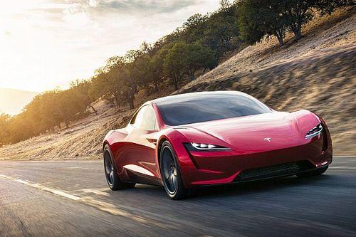 Маск: Tesla Roadster выйдет через год-полтора