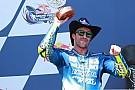 Iannone sur le podium avec Suzuki: