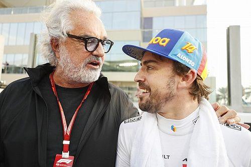 """Briatore atualiza estado de Alonso e manda 'recado': """"Se não parar com a bicicleta te tranco na garagem"""""""