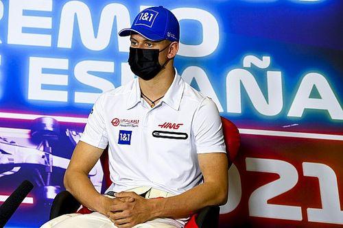 """Schumacher: """"İlerleme kaydetmemde iletişim ve takım çalışması büyük bir rol oynadı"""""""