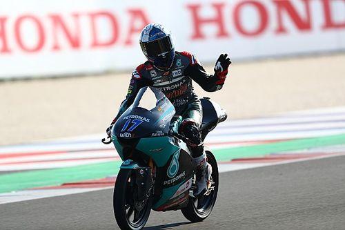 McPhee zegeviert tijdens 150ste Moto3-race, Arenas crasht
