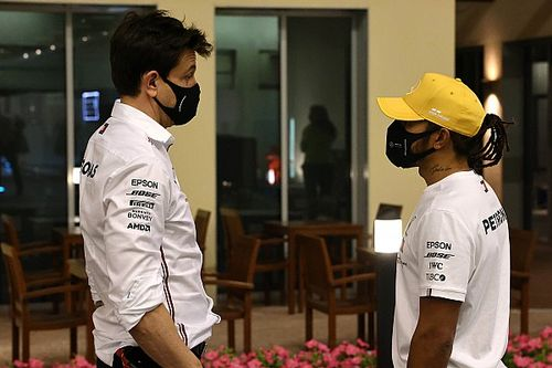 """Hamilton: """"Not my first rodeo"""" facing questions on F1 future"""
