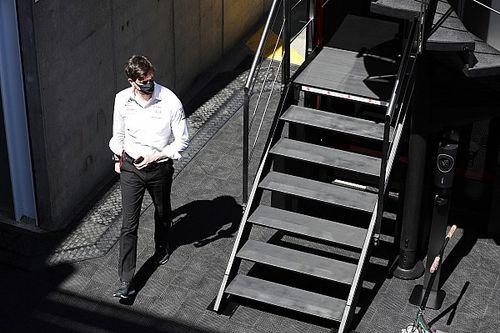Вольф о моторах Red Bull: 15 парней в пустом ангаре не принесут успеха