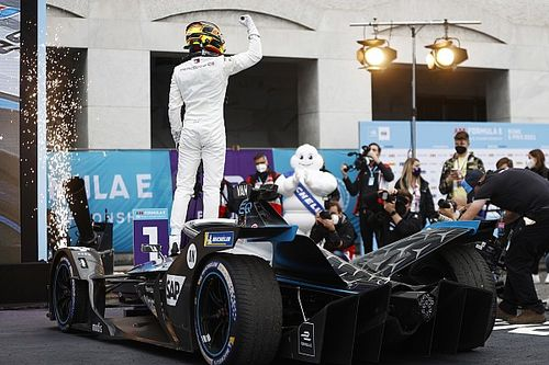 Rome E-Prix: Vandoorne resists late pressure to win, Bird taken out on last lap