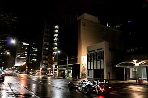 Vintage Noticias VIDEO: Sorpresiva aparición de autos de F1 en la noche de Adelaida