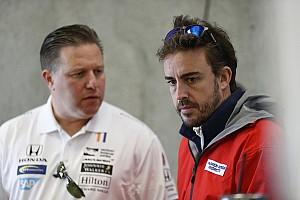 IndyCar Noticias La frenética aventura de Alonso: del F1 al avión y del avión al IndyCar