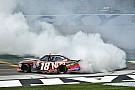 NASCAR XFINITY Kyle Busch retiene a Ryan Blaney para ganar la Xfinity en Kentucky