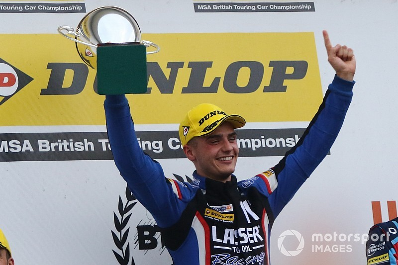 Silverstone BTCC: Moffat ends weekend with first 2018 win