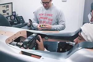 汉密尔顿调试座椅视频露出梅赛德斯2019年F1赛车一角