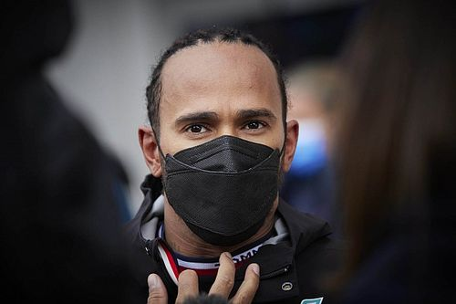 Lewis Hamilton a encore mal au cou en Russie