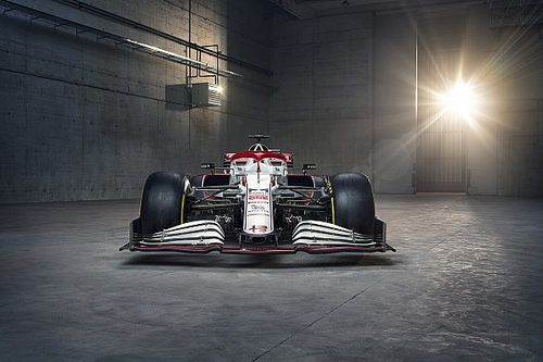 Alfa Romeo spent tokens on nose, front end for C41 car