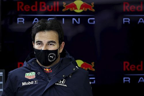Pérez y Verstappen estrenaron el RB16B en Silverstone