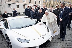 Lamborghini Super Trofeo Важливі новини Lamborghini подарувала Папі Франциску машину Huracan