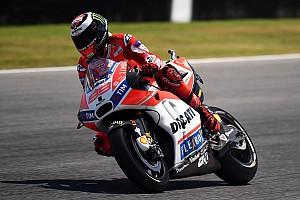 MotoGP Важливі новини Мотоцикл Ducati вимагає «нелогічний» стиль їзди –  Лоренсо