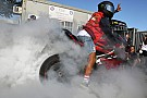 Hamilton menő sportmotorja Monzából