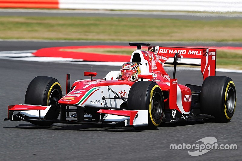 Silverstone F2: Leclerc wins despite car smoke, lost mirror