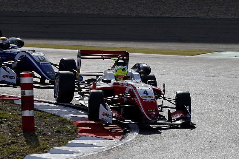 Schumacher vuelve a ganar y se lanza a por el título
