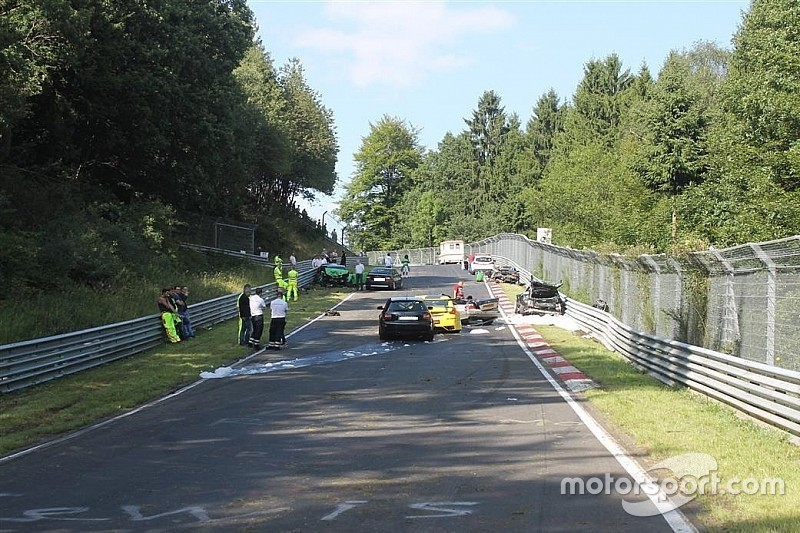 Diez heridos en día de pruebas en Nordschleife