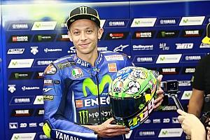 MotoGP Curiosità Bel gesto di Rossi: regala il casco del Mugello alla famiglia di Hayden