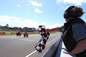 World Superbike Crónica de Carrera Melandri vence a Rea por 21 milésimas en Phillip Island
