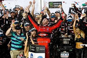 NASCAR Cup Отчет о гонке Судьба «Дайтоны 500» решилась на последнем круге