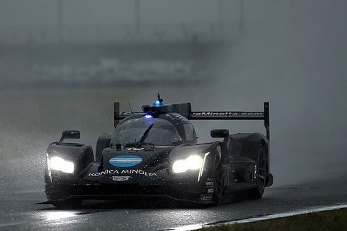 Onboard felvétel, ahogy Alonso letolja az ellenfelélt a pályáról Daytonában