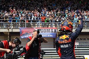 Formule 1 Nieuws Foto's: Max Verstappen vermaakt uitzinnig publiek op Circuit Zandvoort