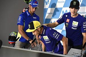 Rossi megmutatta a sérült jobb lábát