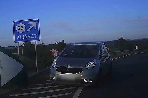Gyermekkel a hátsó ülésen hajtott fel az M6-os autópályára egy sofőr - csak éppen a forgalommal szemben