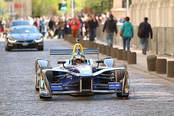 Бывший пилот Ф1 сел за руль Формулы Е в 62 года