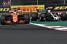 Haas se queja por la no sanción a Alonso tras golpear a Grosjean
