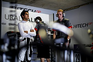 W方程式指派Hitech GP运作赛车