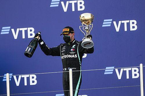 Bottas wint in Rusland na tijdstraf Hamilton, Verstappen tweede