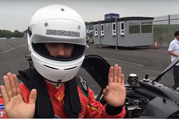 Video, Lucas Di Grassi passeggero dell'auto senza... pilota!