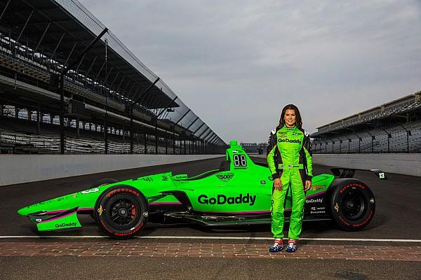 IndyCar Danica Patrick stellt Farbdesign vor: Zurück in Neongrün