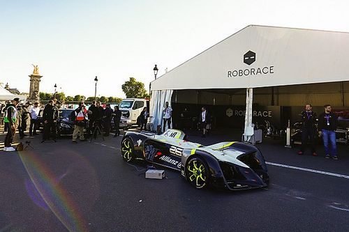 Premiere: Fahrerloses Roborace-Auto erstmals auf der Rennstrecke