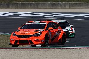 TCR Italia Gara Mugello, Gara 1: prima vittoria stagionale per Kevin Giacon