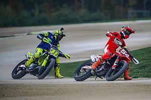 Rossi tantang Dovizioso-Petrucci balapan motocross