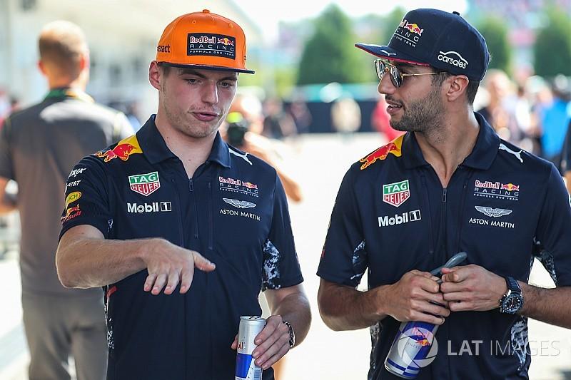 """Ricciardo n'a remarqué """"aucun favoritisme"""" pour Verstappen"""