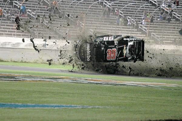 NASCAR Truck Fotostrecke: Crash von Timothy Peters bei Truck-Rennen