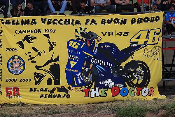 moto2-termas-de-rio-hondo-2018-rossi-fans-argentinian-motogp-2018-8071464.jpg