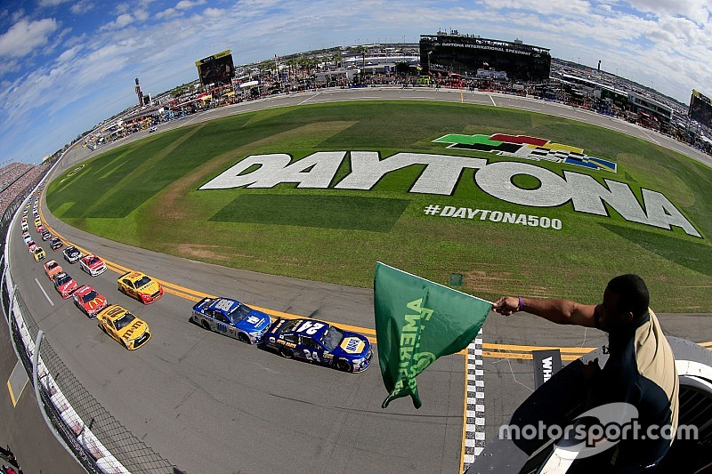 NASCAR announces 2017 national series schedules