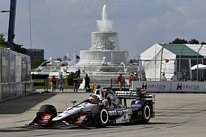 IndyCar Relato de classificação Castroneves tem volta cassada e Rahal é pole em Detroit