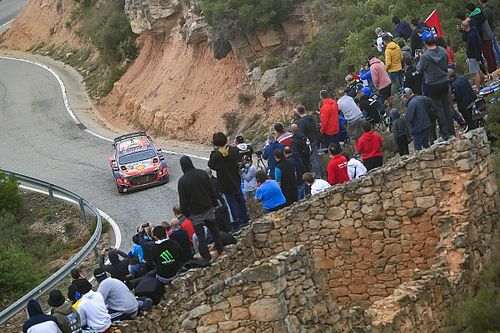 Скорость, грязь и дерево. Тянак объяснил сход в Испании