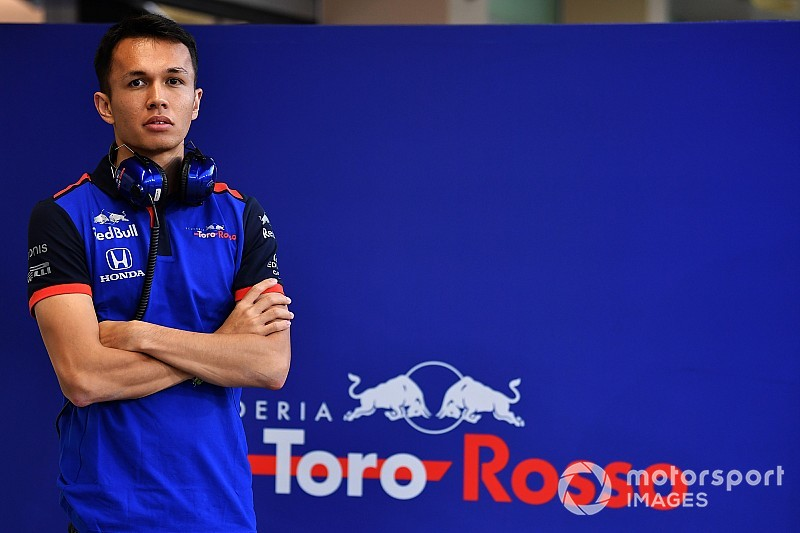 Albon completes F1 entry list by confirming new number